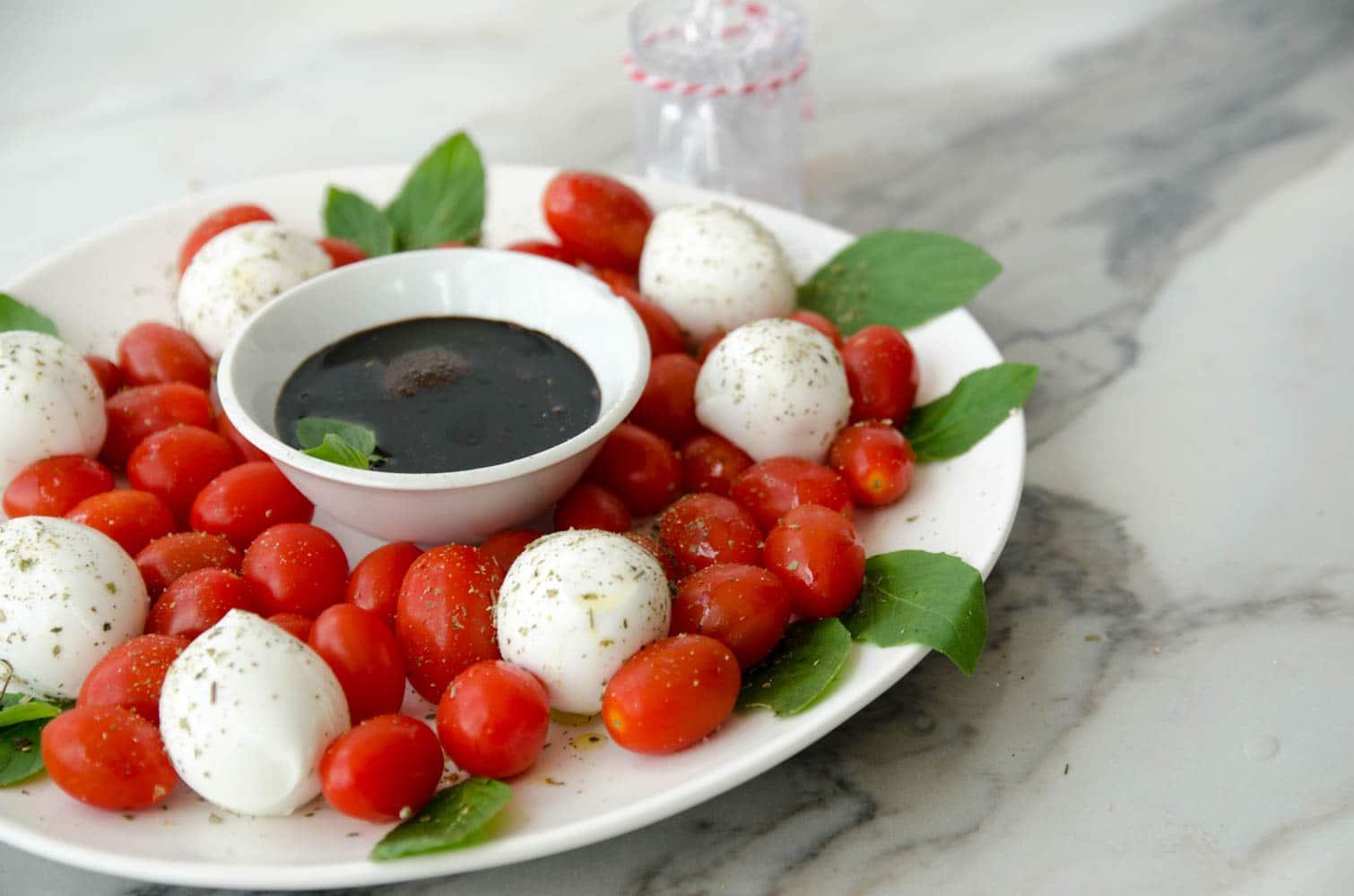 guirlanda caprese de natal - salada de natal para comer no palito antes da ceia